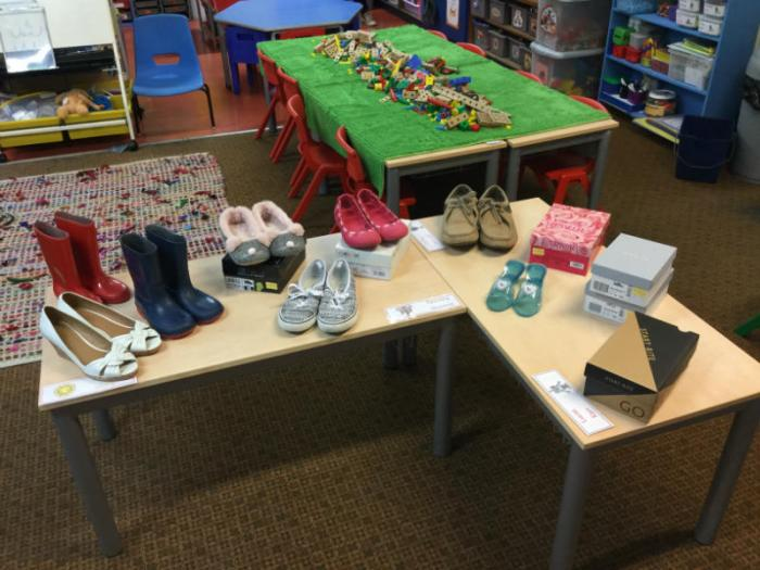 Shoe shop role play - The elves and the shoemaker